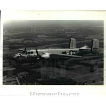 1990 Press Photo B-25 Mitchell bomber flies near the Akron-Canton Airport
