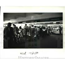1987 Press Photo Holiday travel at Cleveland Hopkins In'tl Airport