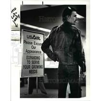 1988 Press Photo Kevin Moore Of Aurora Waiting For Passenger On USAir