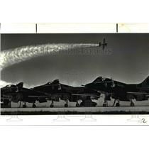 1986 Press Photo Jim Franklin pilots his modified pre-WWII Waco biplane