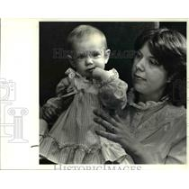 1985 Press Photo Cynthia Shisler and her eight month old daughter