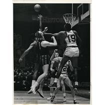 1957 Press Photo NYC Ray Felix of Knicls vs Rochester Royals Bob Burrow