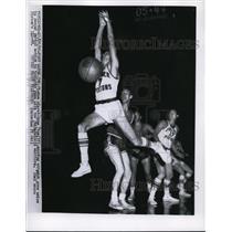 1956 Press Photo Ft Wayne Ind Piston Gene Shue vs Warriors - nes29782
