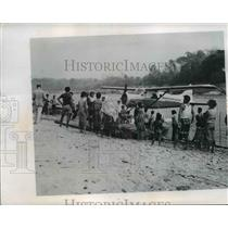 1962 Press Photo Villagers at Mekong River in Thailand & a plane on the river
