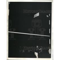 1941 Press Photo NYC Bill Hempel Bears tackle vs Merlyn Condit kick - nes29829