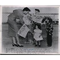 1951 Press Photo Barbara Cleveland Pan American Airways Representative with Kids