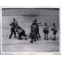 1962 Press Photo Black Hawk Elmer Vasco vs Canadians Gil Tremblay - nes30469
