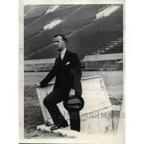 1931 Press Photo Ryan Grut Olympic attache for Denmark inspects stadium