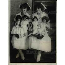 1924 Press Photo Nurses Helen Donahue, Vera Earley & dolls in nurses outfits