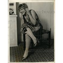 1926 Press Photo LA Calif Helene Davis & headphone radio with side dials