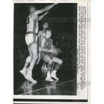 1958 Press Photo Pistons Dick McGuire tries to get away from Hawks Share Wilfong