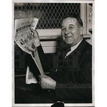 1939 Press Photo Coach Charley Harrison of Kankakee HS football reads of protege