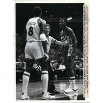 1954 Press Photo Cavaliers vs Nets Ref Jack Nies, BuckWilliams of NJ - nes35244