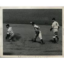 1940 Press Photo Myer of Washington safe at 2nd vs Crosetti - nes37013