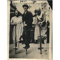 1921 Press Photo Mona Vivian, Reg Sharland & Anne Grcest Pogo Stick Race