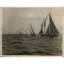 1926 Press Photo start of the Larchmount Yacht Club Regatta in New York