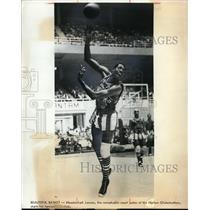 1972 Press Photo Meadowlark Lemon of the Harlem Globetrotters in action