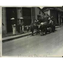 1931 Press Photo Ox Carts Loaded with Refugee Possessions in Manacua