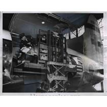 1961 Press Photo Polio airlift, transferring polio patients from plane to