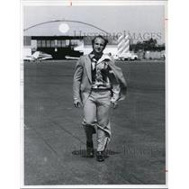 1977 Press Photo Gilbert Singerman at the Burke Airport - cva99318