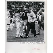 1969 Press Photo Redskins Sam Huff Carried Off Field in Browns Game - cvs03663
