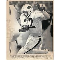 1973 Press Photo O.J. Simpson of Bills Glides Thru a Hole in Line at Practice