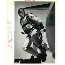 1991 Press Photo The United States Golden Knights parachute jumping - cva80577