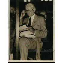 1932 Press Photo Senator Bingham with Connecticut Delegation studying memoranda