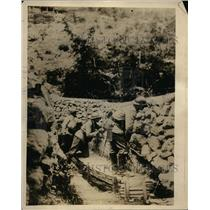 1918 Press Photo French soldiers behind wall at the Marne Front, WWI