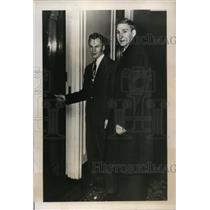 1948 Press Photo Ken Smith & Paul Ronty of Boston Bruins in Toronto Canada