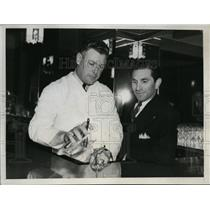 1935 Press Photo Irish Muesel ex NY Goants bartends at Joe Pirrone cafe in LA