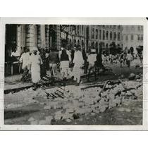 1932 Press Photo Rioters on Sandhurst Road in Bombay During Native Uprising