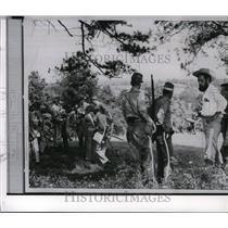 1951 Press Photo Men in Confederate togs re-enactment of Civil War clash
