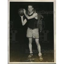 1927 Press Photo L. E. Nassau, forward, Yale University basketball