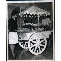 1964 Press Photo Sharon Arneson at Portland International Airport Flower Cart