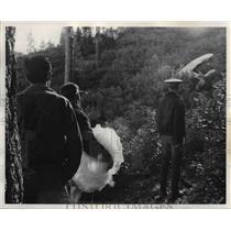 1967 Press Photo Approaching air plane crash scene - orb25918