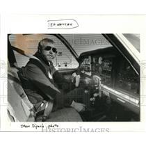1987 Press Photo Carl Hay Uses Hands to Operate His Airplane - ora31444