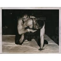 1935 Press Photo U of PA wrestler Pollock vs William Rawles of Princeton