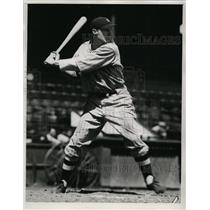 1935 Press Photo Cleveland Indians player Milton McIntyre at bat - nes41898