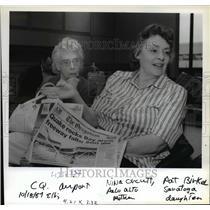 1989 Press Photo Nina Orcutt, Pat Birkel CQ Airport Earthquake California flight