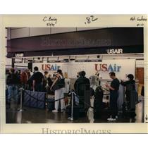 1994 Press Photo Waiting in line at US Air - ora99116