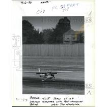 1990 Press Photo Cessna 152 takes off at Pearson Air Park in Vancouver, Wash