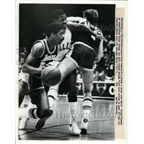 1973 Press Photo Lakers Kurt Rambis, Norm Nixon vs BullsTracy Jackson