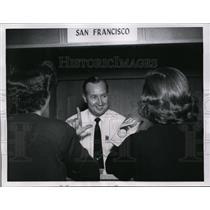 1956 Press Photo Ed Beggs of Pan Am Airways in Honolulu & deaf customers