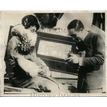 1925 Press Photo Senor Carlos Ortiz Snaps Picture of Wife Aboard Pres Lincoln