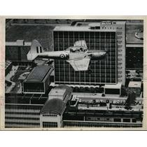 1964 Press Photo Kenya Air Force Chipmunk plane flies over Government Building