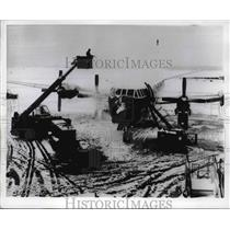 1968 Press Photo British Vanguard plane cleared of ice at London airport