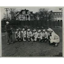 1934 Press Photo NYU baseball coach William McCarthy & team at practie