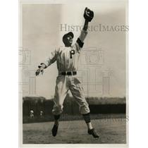 1932 Press Photo Tony Piet, Second Baseman for Pirates Reaches for Ball