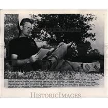 1948 Press Photo Harry Gilmer of Washington Redskins Reading at Training Camp